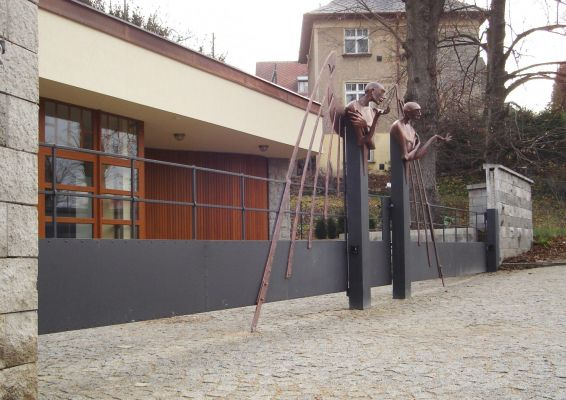 Forged gate with figural motive (2006) - material: metal (patinated, colored) - width 10.7 m